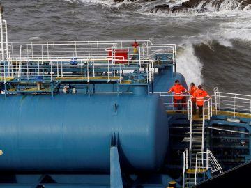 Los trabajos preliminares para empezar la extracción de las 105 toneladas de combustible