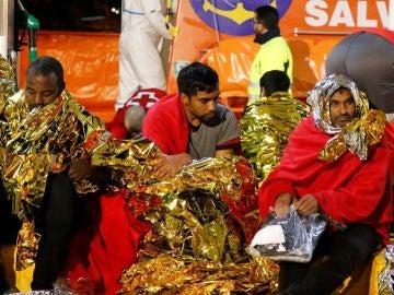 Llegada de los inmigrantes al puerto de Melilla