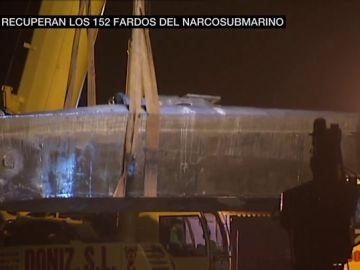 Primeras imágenes del reflote del narcosubmario interceptado en Galicia: iba repleto de fardos de cocaína