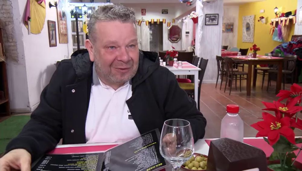 """'Gambón to' al ajillo' y otros platos de la carta en inglés del 'Lolailo' con los que Chicote se lo pasa """"pirata"""": """"¡Esto es divertidísimo!"""""""