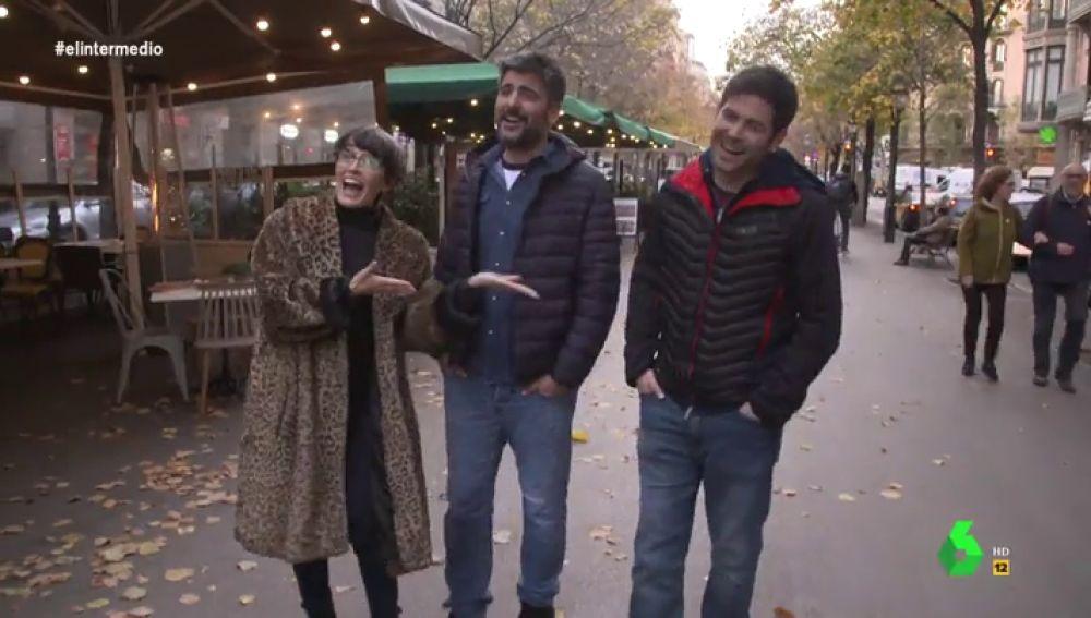"""Esto es lo que pasa cuando paseas con Estopa por plena calle de Barcelona: """"¡Qué ímpetu, yo contra esto no puedo luchar!"""""""