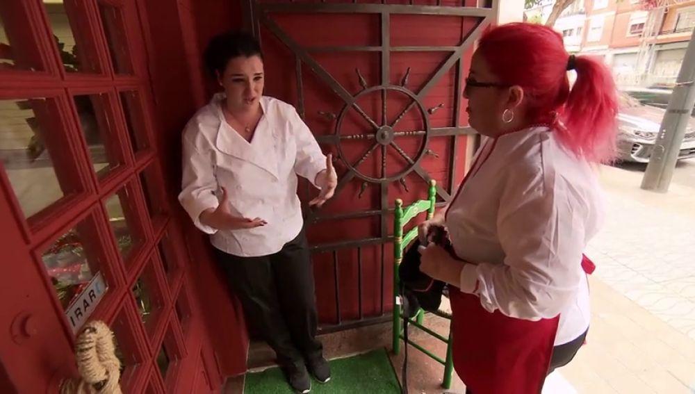 """La cocinera abandona entre lágrimas el servicio de reapertura del 'Lolailo': """"Me voy que ya no puedo más, me estoy agobiando"""""""