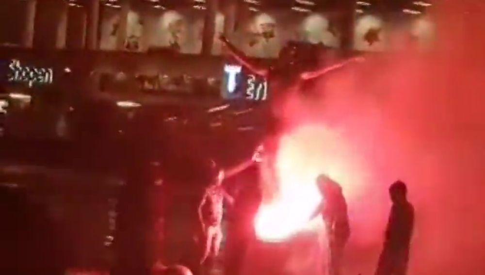 """Queman la estatua y una casa de Ibrahimovic en Suecia por su """"traición"""": """"Muere, gitano"""""""