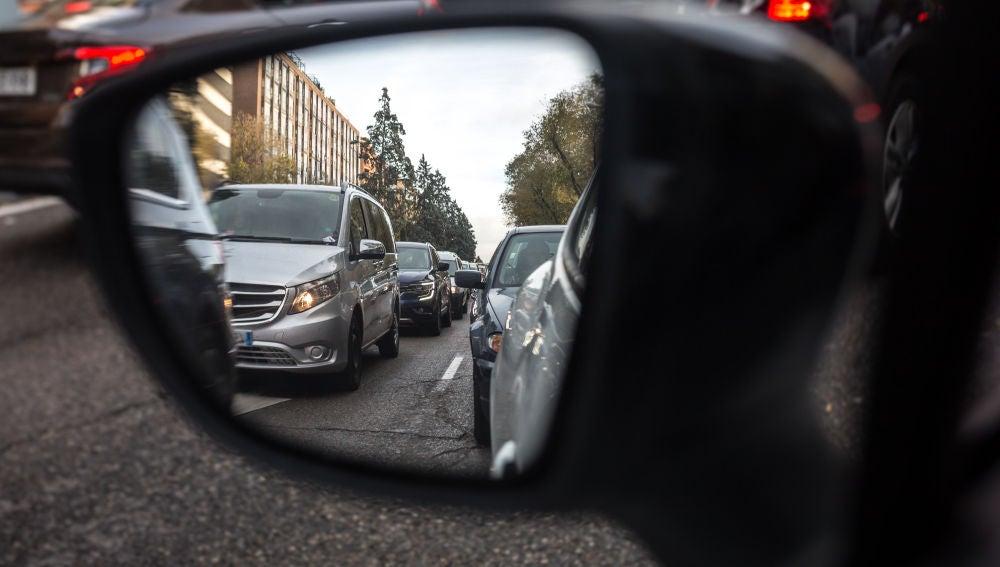 En España hay más de 33 millones de vehículos en circulación y los atasco son el día a día en las ciudades