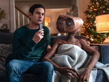 Imagen del reencuentro entre Elliot y ET