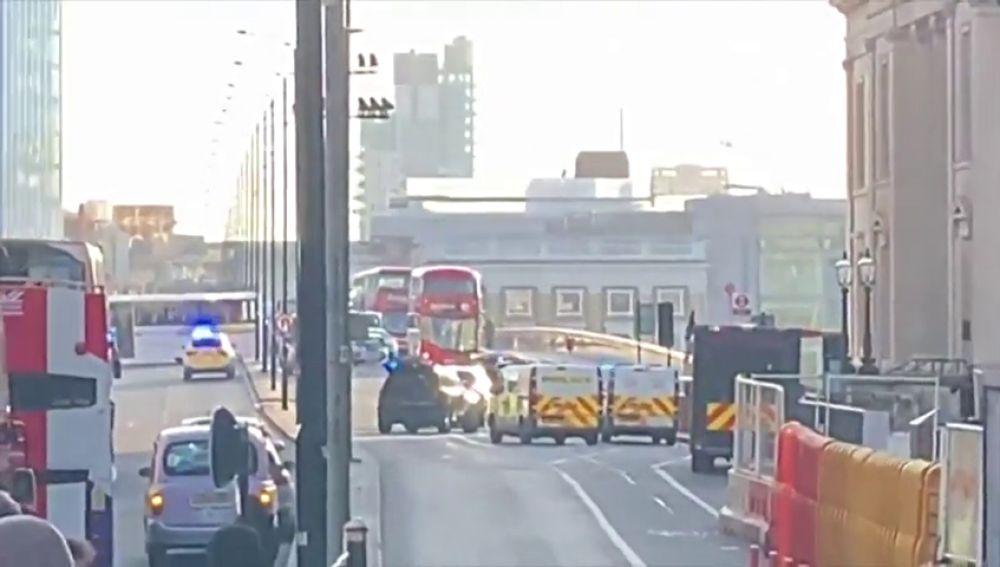 Evacuado London Bridge tras un ataque con cuchillo — Incidente en Londres