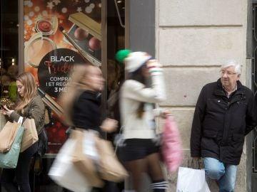 Gente comprando