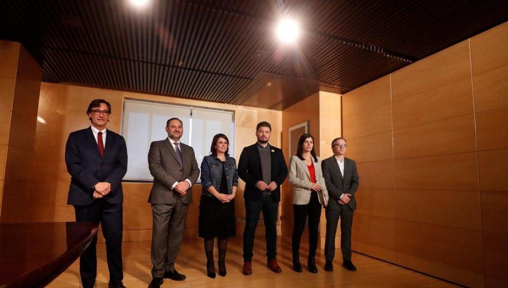 Fotografía tras la reunión PSOE-ERC