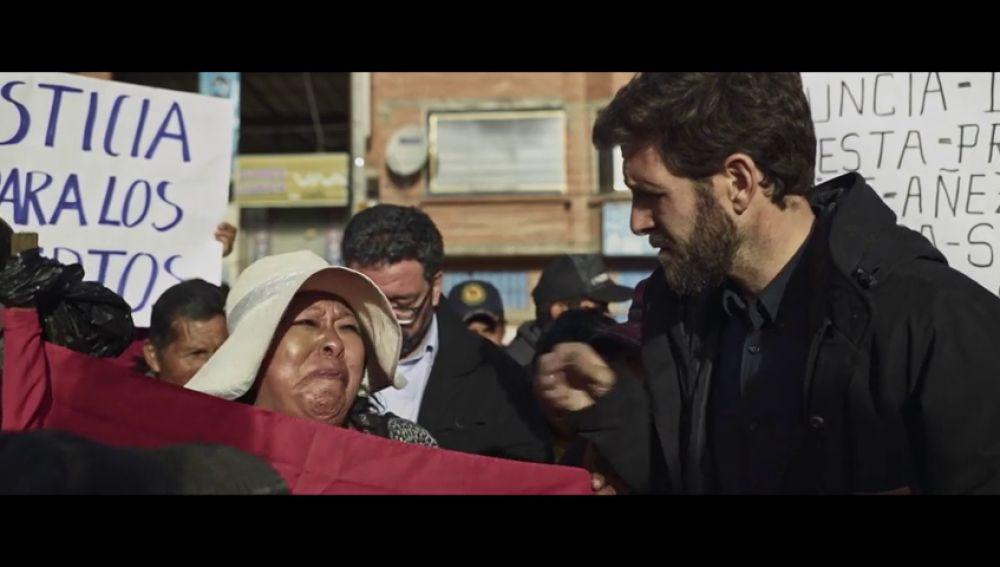 """El llanto desesperado de una mujer indígena boliviana pidiendo la vuelta de Evo Morales: """"Nos han baleado"""""""