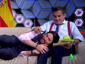 """El encuentro entre Sánchez e Iglesias que acaba con """"tarifa plana de abracitos"""": """"Hágame un huequito presidente"""""""