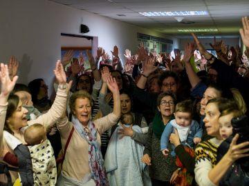Los empleados del Hospital de Verín se encierran por la supresión del paritorio.
