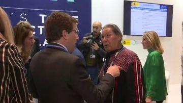"""El reproche de un líder indígena a Almeida por preferir Notre Dame al Amazonas: """"Los jóvenes del futuro tienen que respirar"""""""