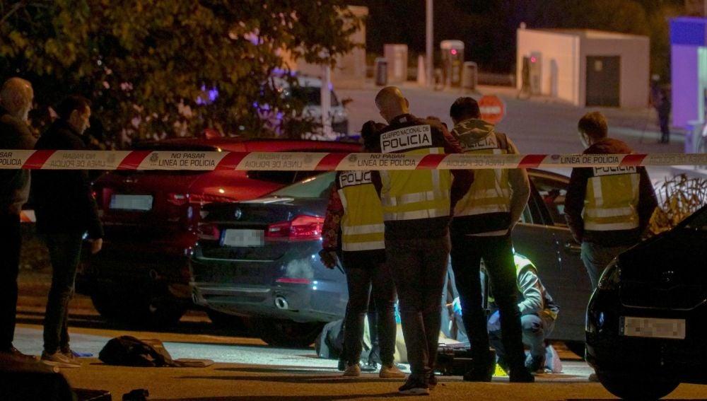 La Policía investigando lo ocurrido en el aparcamiento de Marbella