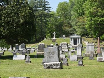 Una alcaldesa prohíbe a sus habitantes morir los fines de semana
