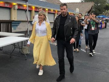 Imagen Olivia Newton-John y John Travolta vestidos de Sandy Olsson y Danny Zuko