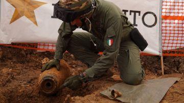 Imagen del momento de la desactivación de la bomba en Brindisi.