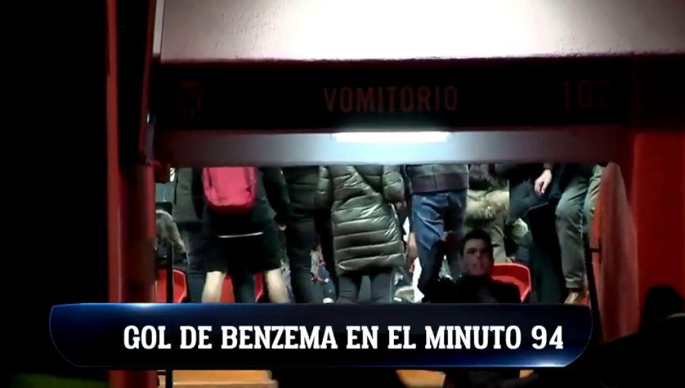De la euforia al hundimiento: así vivió Mestalla el gol de Benzema en el 94'