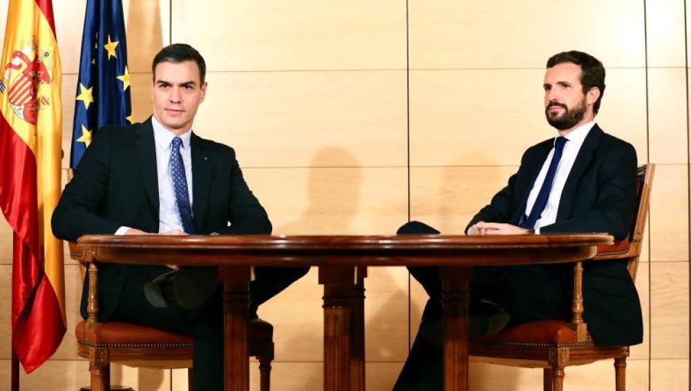 Pedro Sánchez, y el líder del PP, Pablo Casado