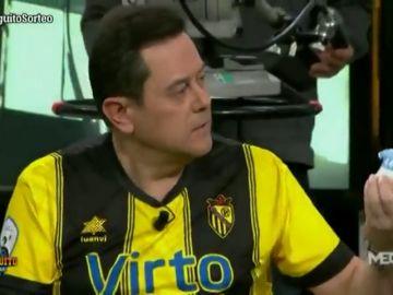 """Tomás Roncero muestra su peculiar """"estimulante"""" en El Chiringuito con dardo al Barça"""