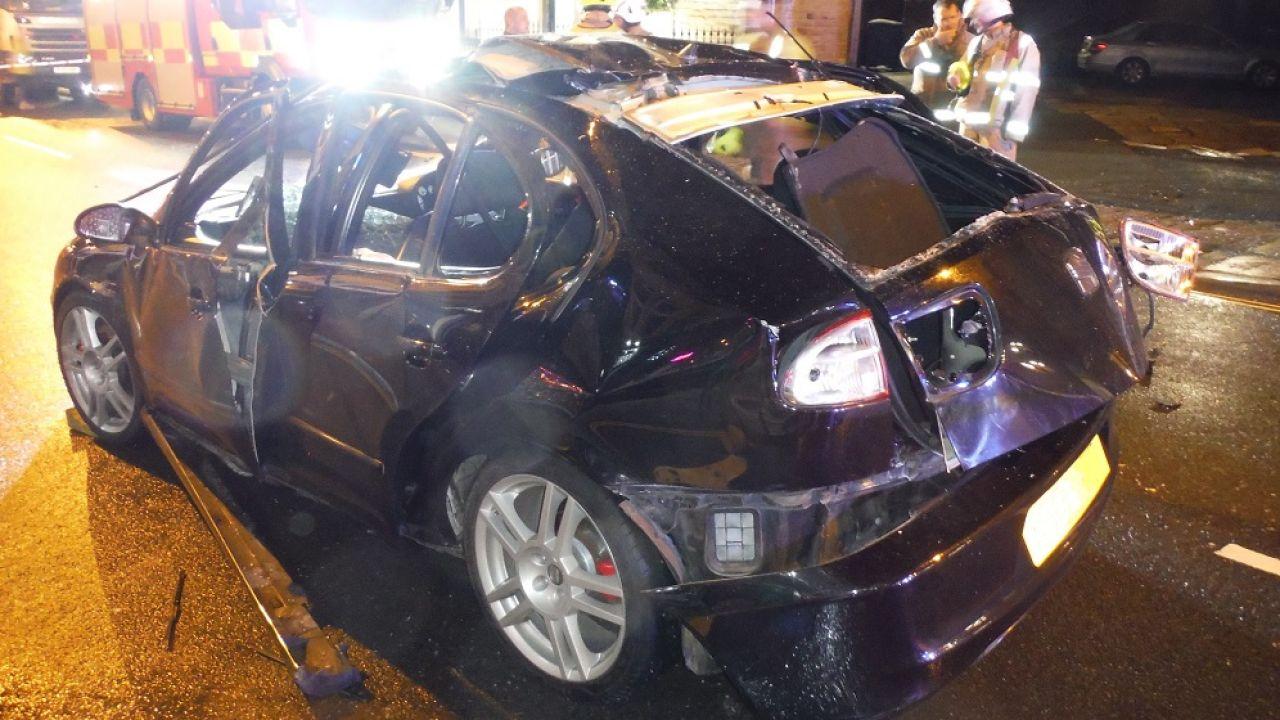El coche ha quedado gravemente dañado tras la explosión
