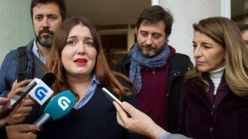 La exdiputada Ángela Rodríguez, arropada por Antón Gómez Reino, Yolanda Díaz, y Rafa Mayoral.