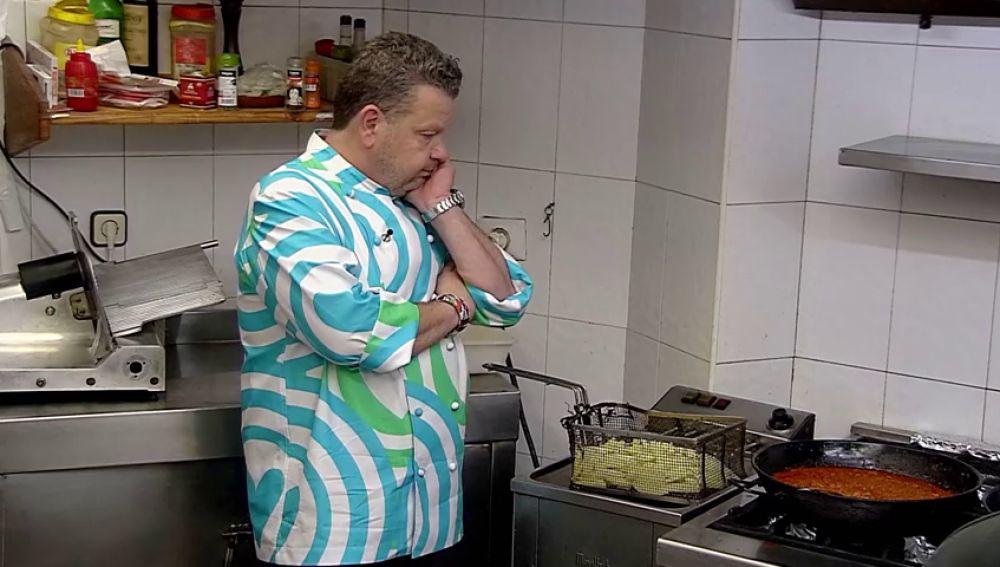 """Chicote no da crédito al ver el aceite en el que fríen las patatas en 'El Rincón de Montse': """"Parece que las habéis metido en sangre de orco"""""""