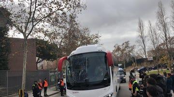 El autobús del Real Madrid llega al Hotel Sofía de Barcelona antes del Clásico
