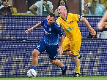 Antonio Cassano, durante un partido benéfico, junto a Gianni Infantino