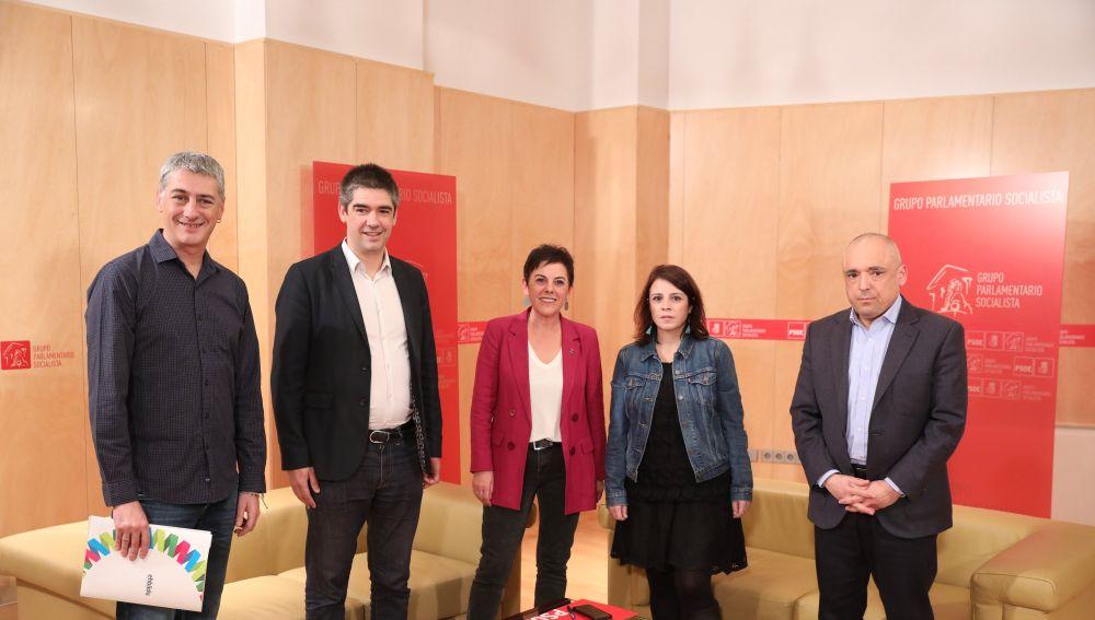 Los equipos negociadores de PSOE y EH Bildu se reúnen en la ronda de contactos de cara a la investidura de Pedro Sánchez