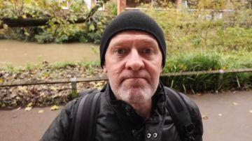 Mark Gaisford es un empresario de éxito que quiere hacer amigos
