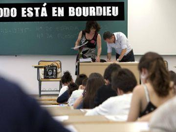 Prefesores y alumnos en un aula