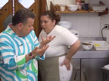 """La cocinera de 'El Rincón de Montse' no tiene pelos en la lengua al hablar de la dueña: """"Paula no es una jefa, es un estorbo con patas"""""""