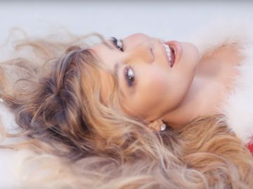 Mariah Carey en el nuevo vídeo de 'All I Want For Christmas Is You'