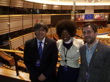 Carles Puigdemont y Toni Comín en la tribuna del Parlamento Europeo