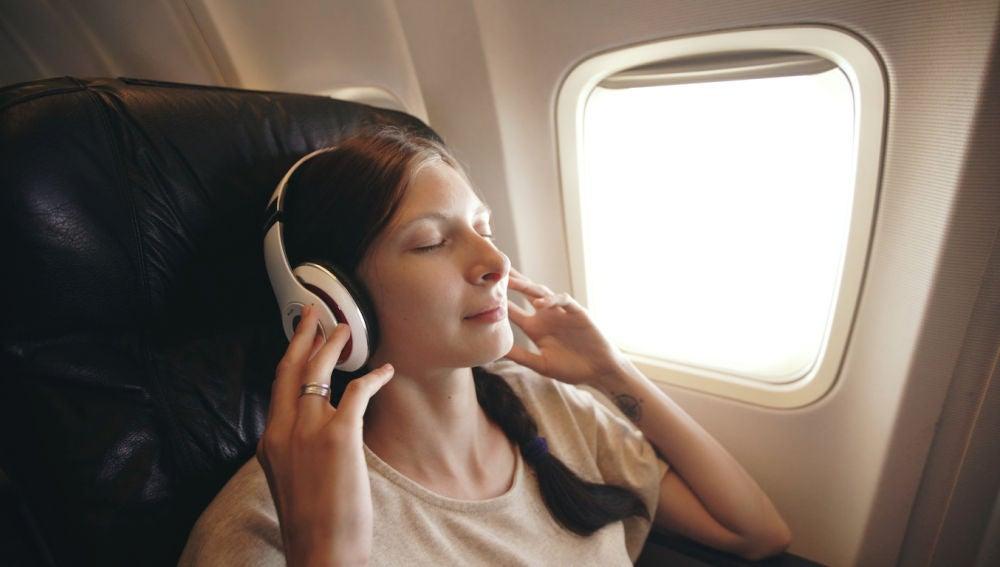 Cómo conectar tus auriculares Bluetooth al avión o al tren