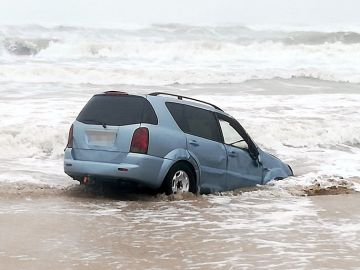 Fotografía de uno de los cuatro vehículos intervenidos en la playa