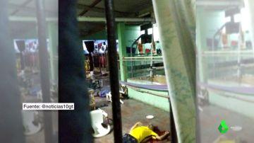 Imagen del interior de la cárcel de Honduras donde ha habido un motín