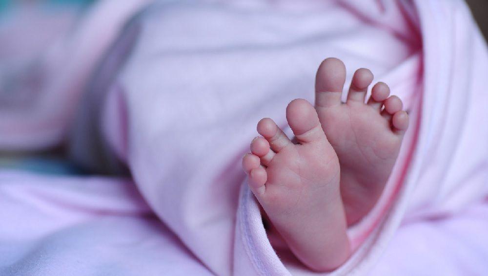 Imagen de archivos pies de un bebé.