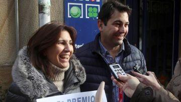 Carlos y Sara, propietarios de la administración de Lotería situada en la calle de El Collado de Soria