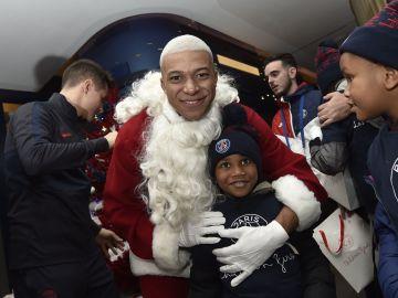Kylian Mbappé, vestido de Papá Noel