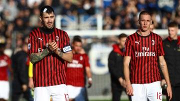 Jugadores del AC Milan, tras la derrota ante el Atalanta