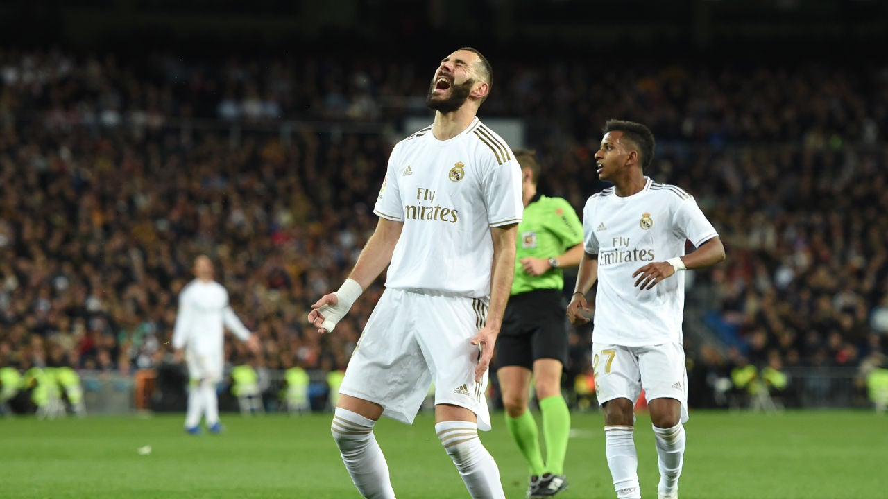 Benzema lamenta una ocasión fallada contra el Athletic