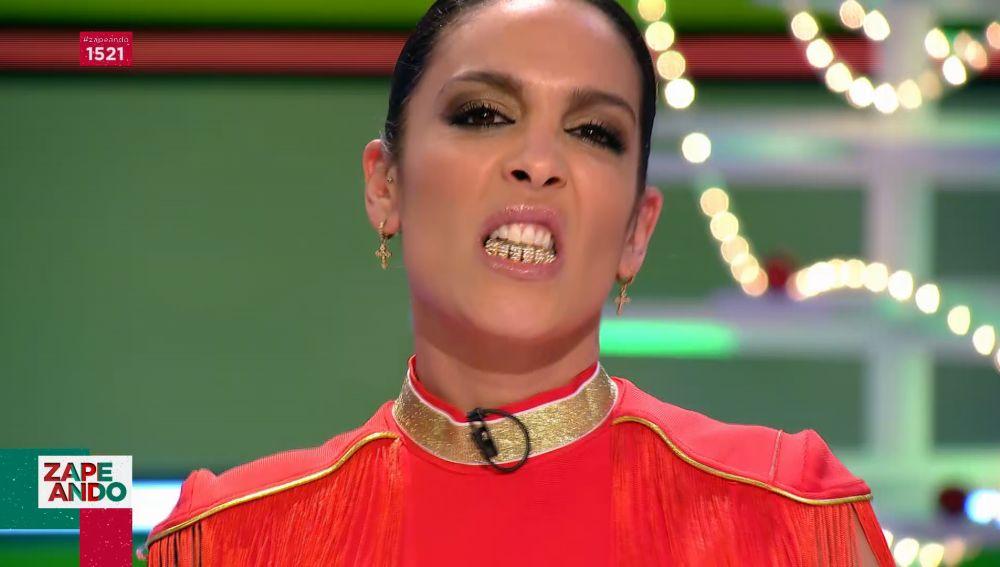 Lorena Castell sorprende en Zapeando con fundas de oro en los dientes 'a lo Rosalía'