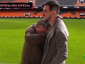 La sorpresa de su vida: supera un cáncer y vuelve a Mestalla 50 años después