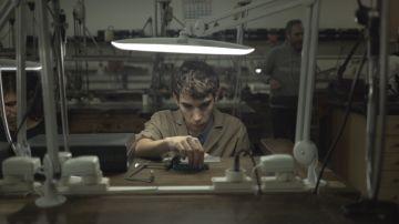 Jose Manuel en el taller de joyería