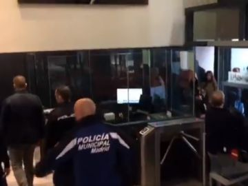 Miembros del grupo neonazi Hogar Social irrumpen en la sede del PSOE