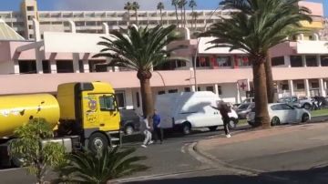 Lanzamiento de piedras, insultos y golpes: una maniobra de un camión desata la ira de un conductor en Gran Canaria