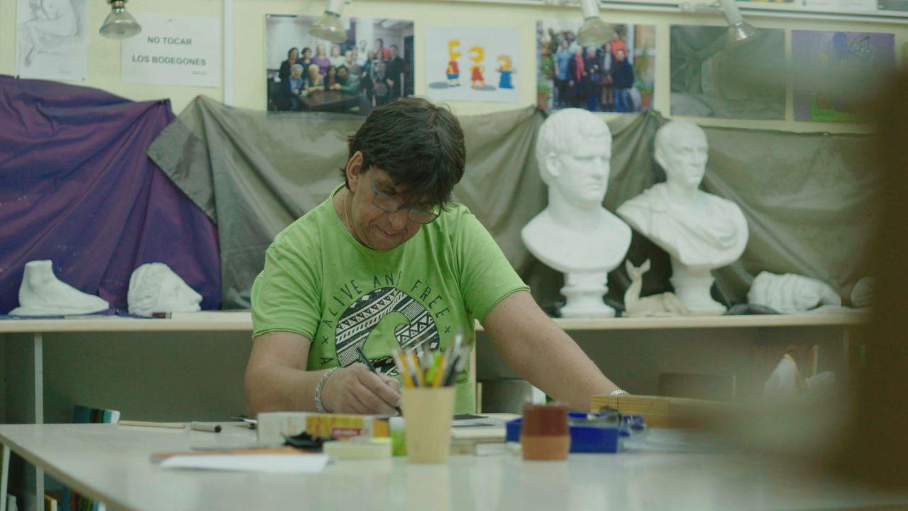 Juan Antonio trabaja en el taller