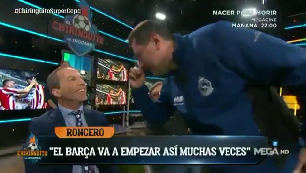 """Tomás Roncero y su misión imposible con Cristóbal Soria en 'El Chiringuito': """"La 'Biblia' no se toca, solo la tocan los elegidos"""""""