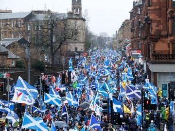 Las calles de Glasgow se han teñido con la Cruz de San Andrés